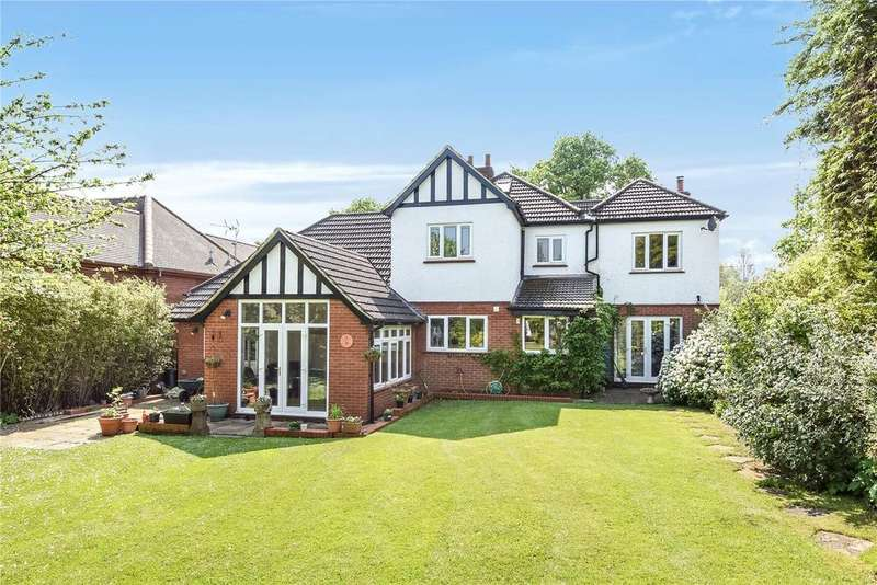 5 Bedrooms Detached House for sale in Newport Road, Woburn Sands, Buckinghamshire, MK17