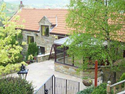 3 Bedrooms Barn Conversion Character Property for sale in Hollin Barn Court, Great Fryupdale, Lealholm, Whitby
