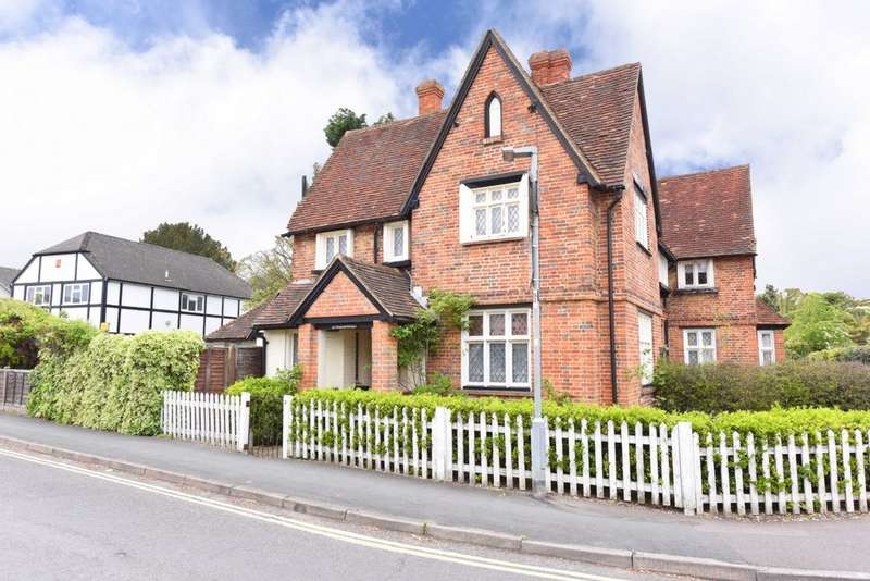 2 Bedrooms End Of Terrace House for sale in Highgate Lane, Farnborough, GU14