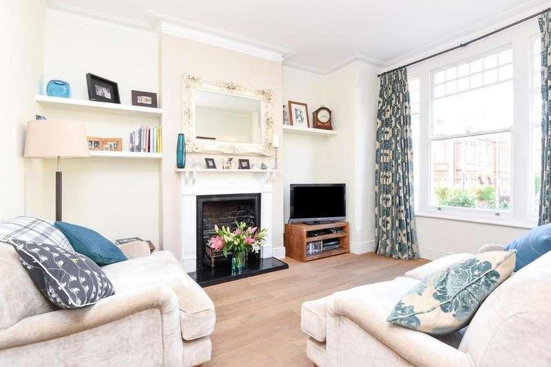 2 Bedrooms Flat for sale in Endlesham Road, Balham, SW12