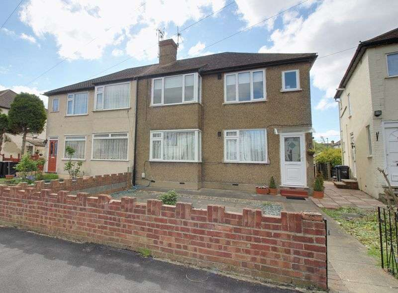 2 Bedrooms Flat for sale in Lansbury Road, Enfield