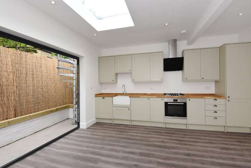 2 Bedrooms Apartment Flat for sale in Blackstock Road, N4 2JS