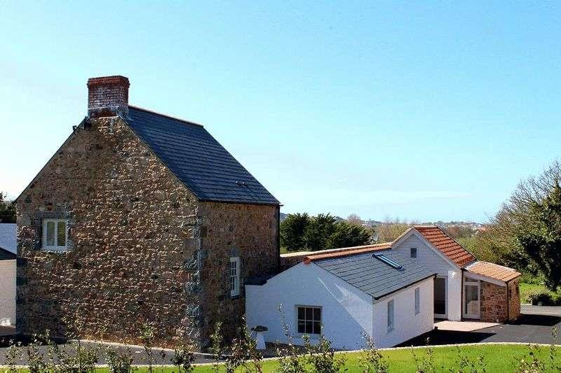 4 Bedrooms Detached House for sale in Castel