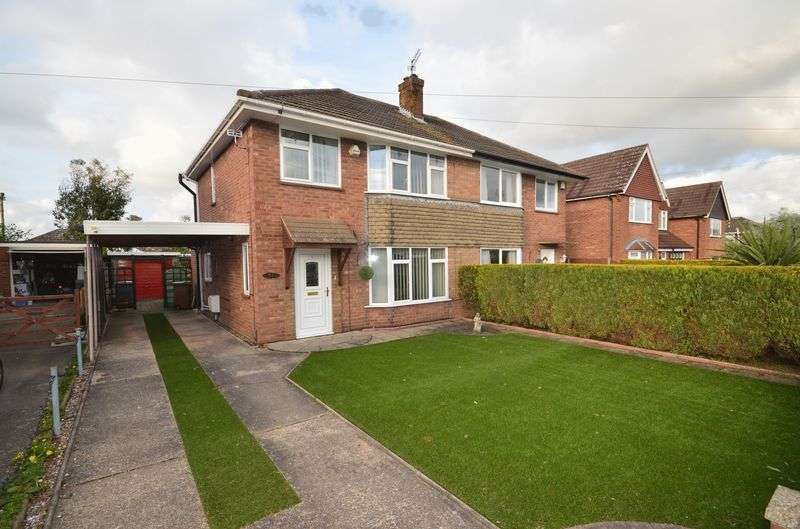 3 Bedrooms Semi Detached House for sale in Sprowston, Norwich