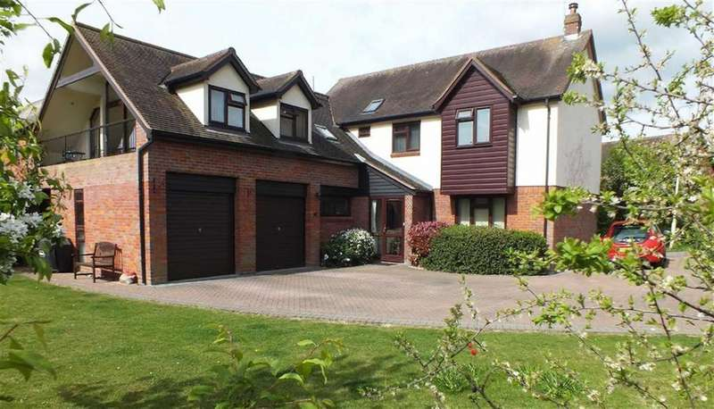 4 Bedrooms Detached House for sale in Windward Way, South Woodham Ferrers, Essex