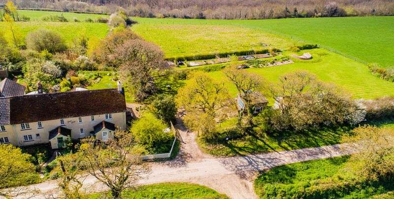 2 Bedrooms Cottage House for sale in Cleave Cottage, Exeter