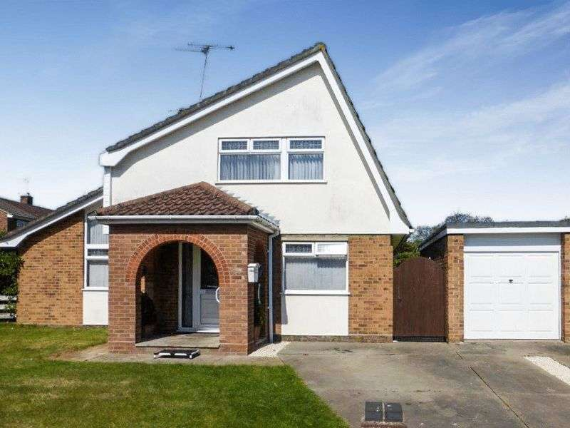 4 Bedrooms Detached House for sale in Oulton Broad
