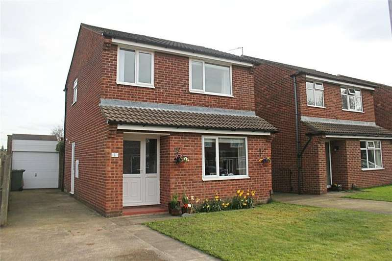 3 Bedrooms Detached House for sale in Merlay Close, Yarm