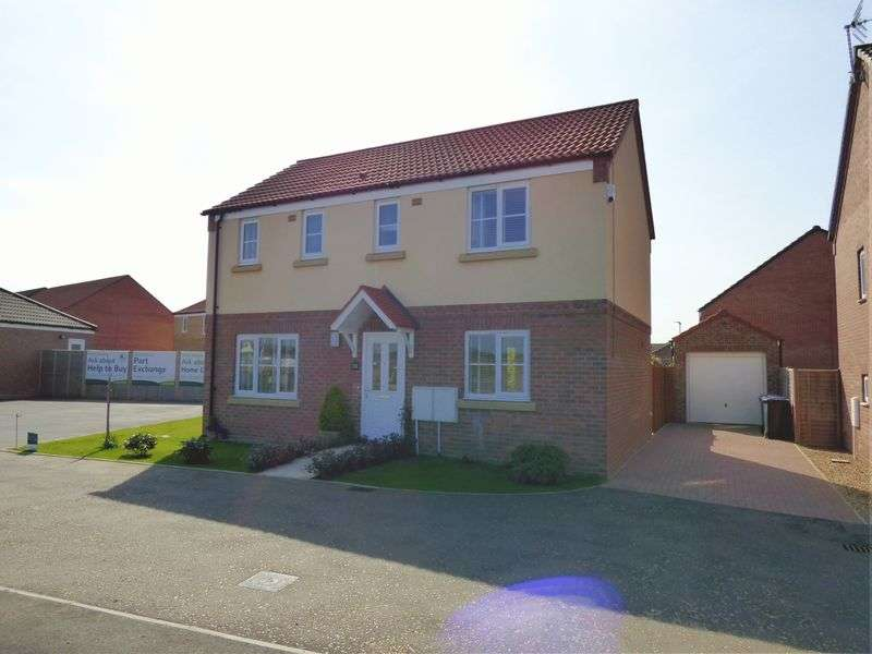 3 Bedrooms Detached House for sale in Lime Avenue, Lowestoft