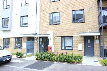 1 Bedroom Flat for sale in Reservoir Way, Ilford, Essex