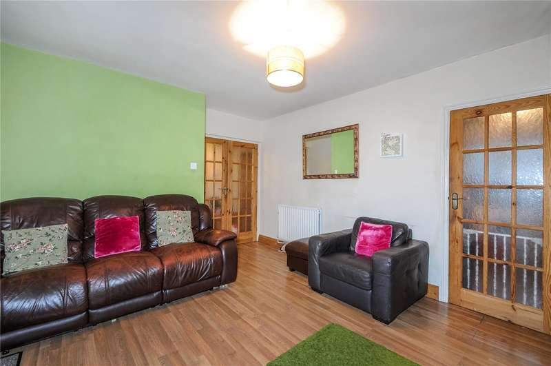 2 Bedrooms Apartment Flat for sale in Longcroft Road, Maple Cross, Hertfordshire, WD3
