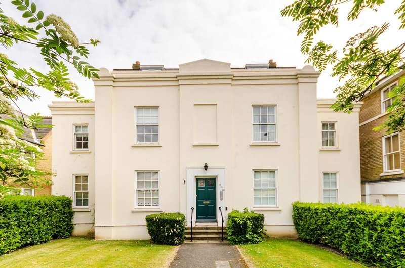 1 Bedroom Flat for sale in Lysander Gardens, Surbiton, KT6
