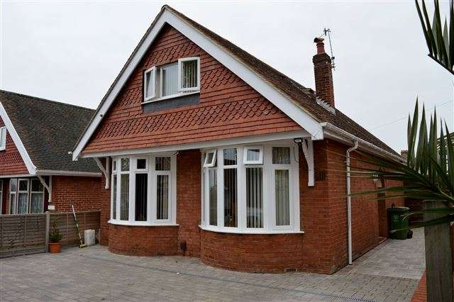 4 Bedrooms Detached Bungalow for sale in Pamela Avenue, Portsmouth, Hampshire, PO6 4QX
