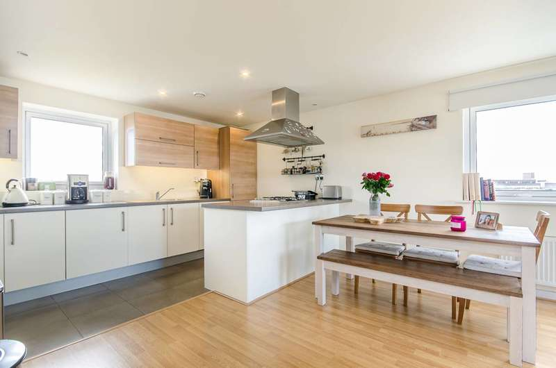 3 Bedrooms Penthouse Flat for sale in Bow Common Lane, Bow, E3