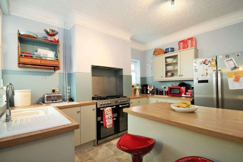 3 Bedrooms Semi Detached House for sale in Coronation Road, Cowes