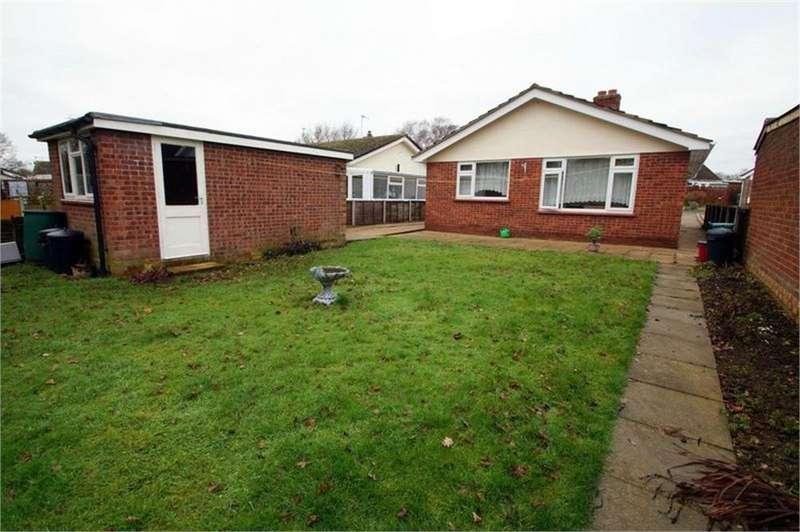 2 Bedrooms Detached Bungalow for sale in Carisbrooke Avenue, CLACTON-ON-SEA, Essex