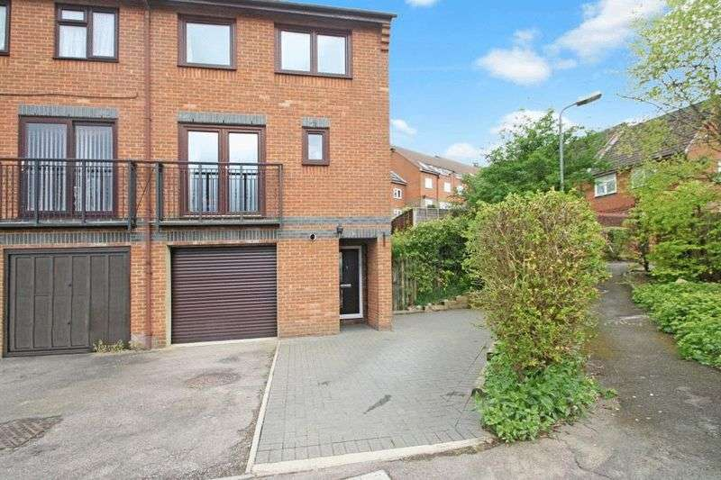3 Bedrooms House for sale in Wyatt Close, High Wycombe
