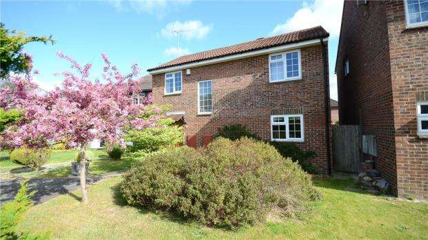 4 Bedrooms Detached House for sale in Scotland Farm Road, Ash Vale, Surrey