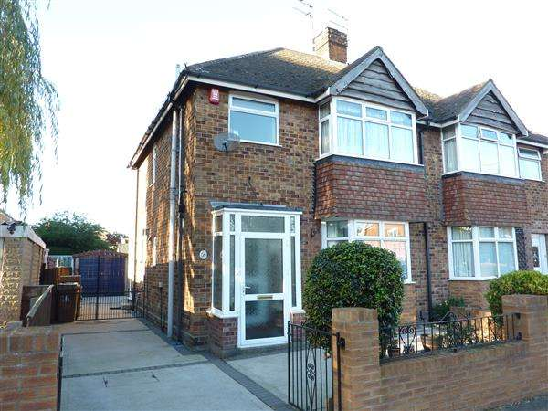 3 Bedrooms Semi Detached House for sale in CANTERBURY DRIVE, GRIMSBY
