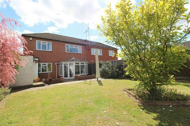 3 Bedrooms Semi Detached House for sale in Fawns Manor Road, Bedfont, Feltham, Middlesex