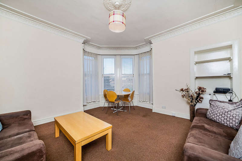 3 Bedrooms Flat for sale in Constitution Street, Dundee, DD3