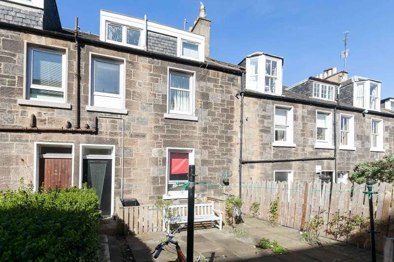 3 Bedrooms Ground Flat for sale in Carlyle Place, Abbeyhill, Edinburgh, EH7 5SR