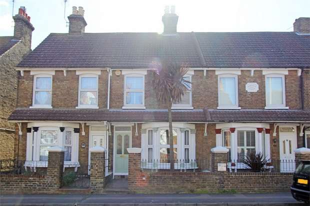 3 Bedrooms Terraced House for sale in Park Road, Sittingbourne, Kent