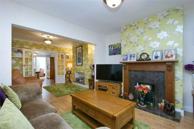 3 Bedrooms Semi Detached House for sale in North Lane