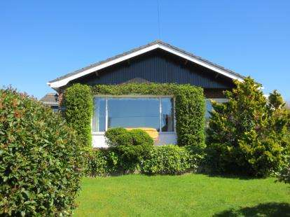 3 Bedrooms Bungalow for sale in Graigfechan, Ruthin, Denbighshire, LL15