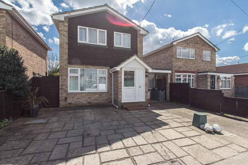 3 Bedrooms Detached House for sale in Waarem Avenue, Canvey Island, SS8