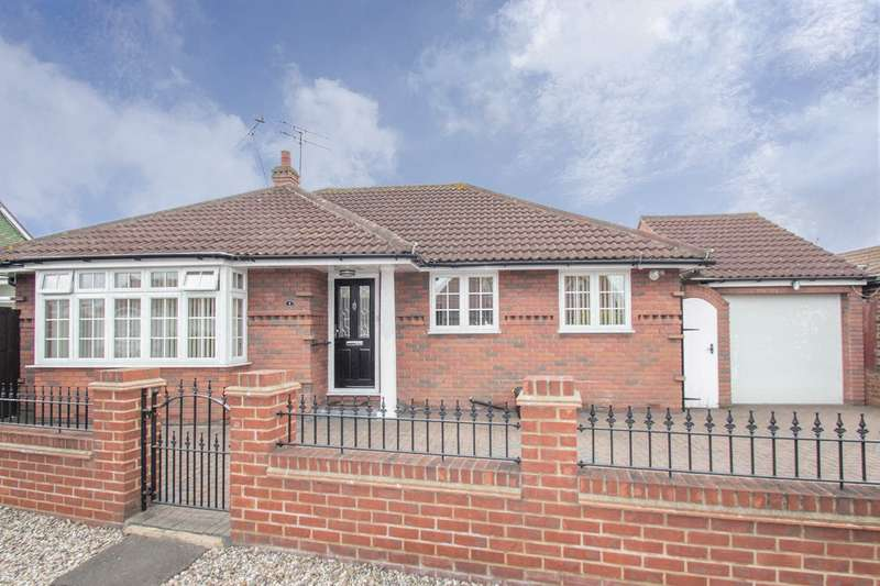 3 Bedrooms Detached Bungalow for sale in Wittem Road, Canvey Island, SS8