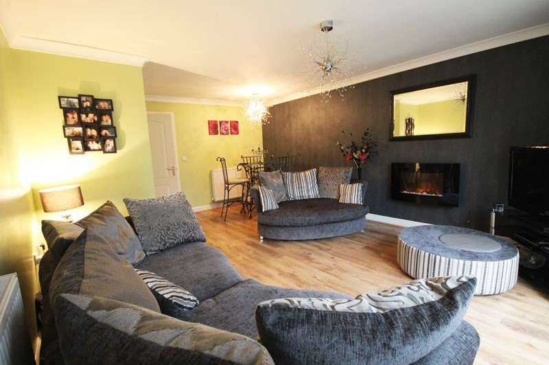 3 Bedrooms House for sale in Linnyshaw Close, Bolton.