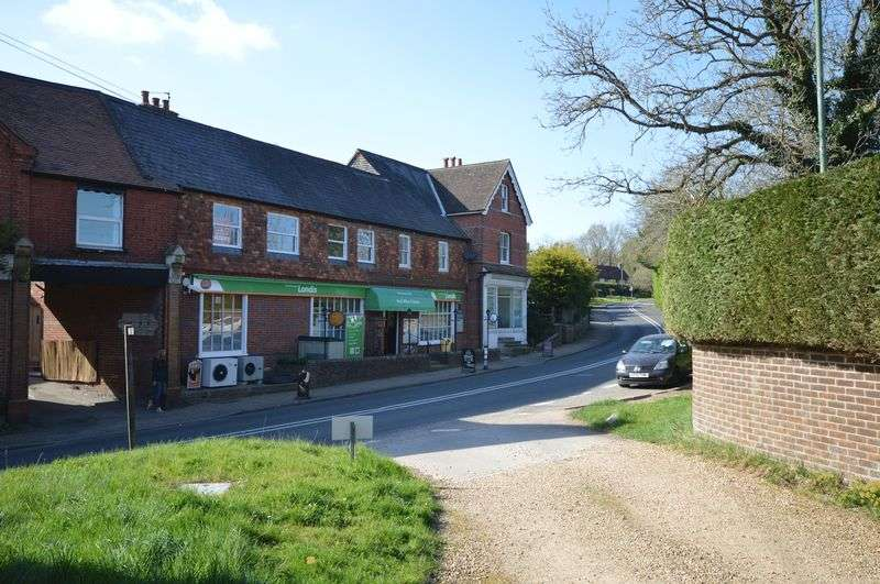2 Bedrooms Flat for sale in Northchapel, Petworth