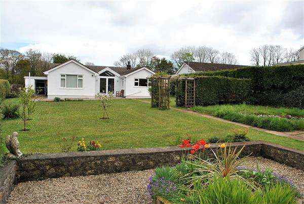 4 Bedrooms Detached Bungalow for sale in Grove Hill, Pembroke