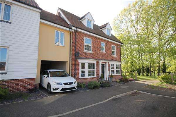 4 Bedrooms House for sale in Turner Close, Clacton on Sea