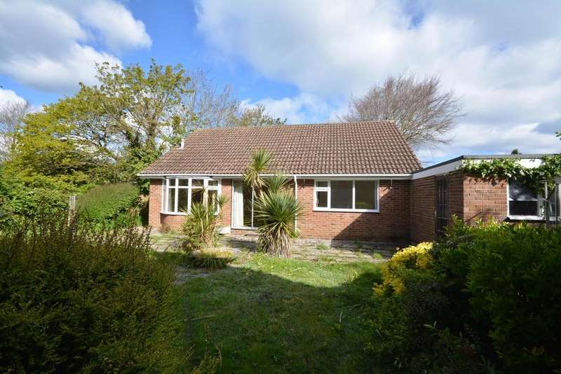 3 Bedrooms Detached Bungalow for sale in Oaks Close, East Cowes