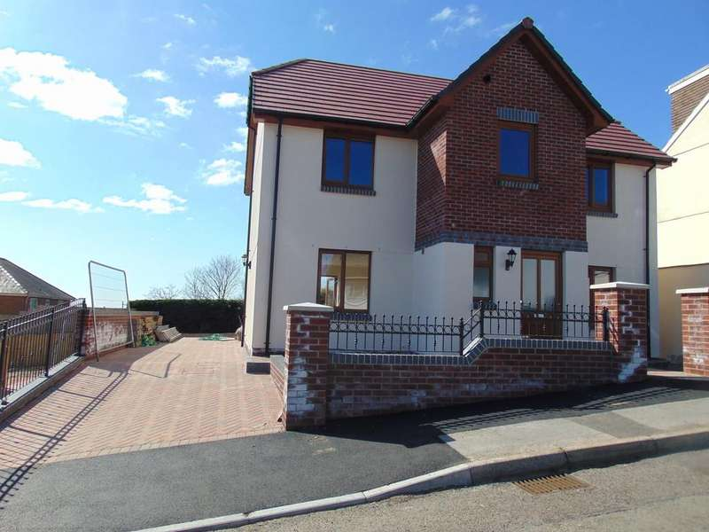 4 Bedrooms Detached House for sale in School Road, Pwll, Llanelli