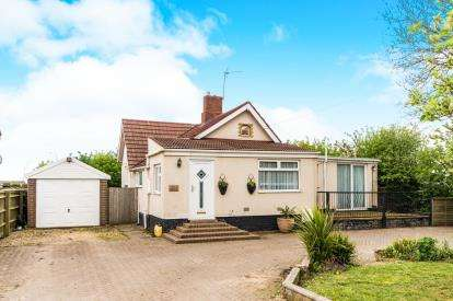 2 Bedrooms Bungalow for sale in Station Road, Swineshead, Boston, Lincolnshire