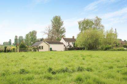 2 Bedrooms Detached House for sale in Stembridge, Martock, Somerset