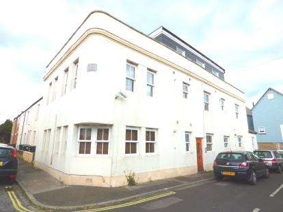 1 Bedroom Flat for sale in Old Road, Gosport, Hampshire