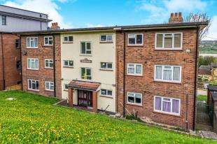 2 Bedrooms Flat for sale in Shorts Way, Rochester, Kent