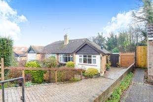 2 Bedrooms Bungalow for sale in Tilgate Common, Bletchingley, Redhill, Surrey
