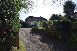 2 Bedrooms Bungalow for sale in Flitterbrook Lane, Punnetts Town, Heathfield, East Sussex