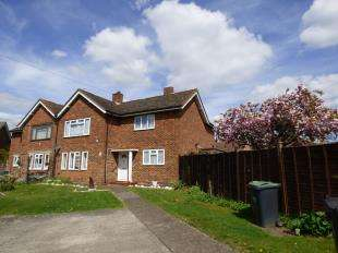 2 Bedrooms Maisonette Flat for sale in Mackenders Close, Eccles, Aylesford