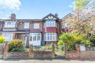 3 Bedrooms Terraced House for sale in Ivymount Road, West Norwood, London