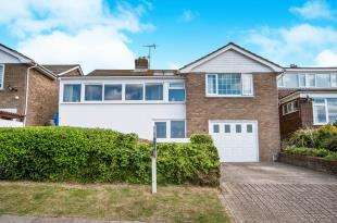 3 Bedrooms Detached House for sale in Bishopstone Drive, Saltdean, Brighton, East Sussex