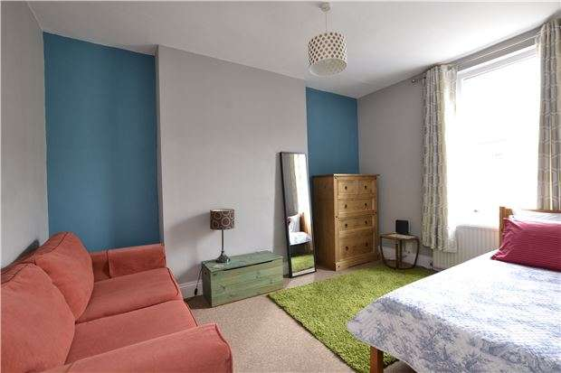 1 Bedroom Flat for sale in Top floor flat, Richmond Road, Montpelier, Bristol, BS6 5EW