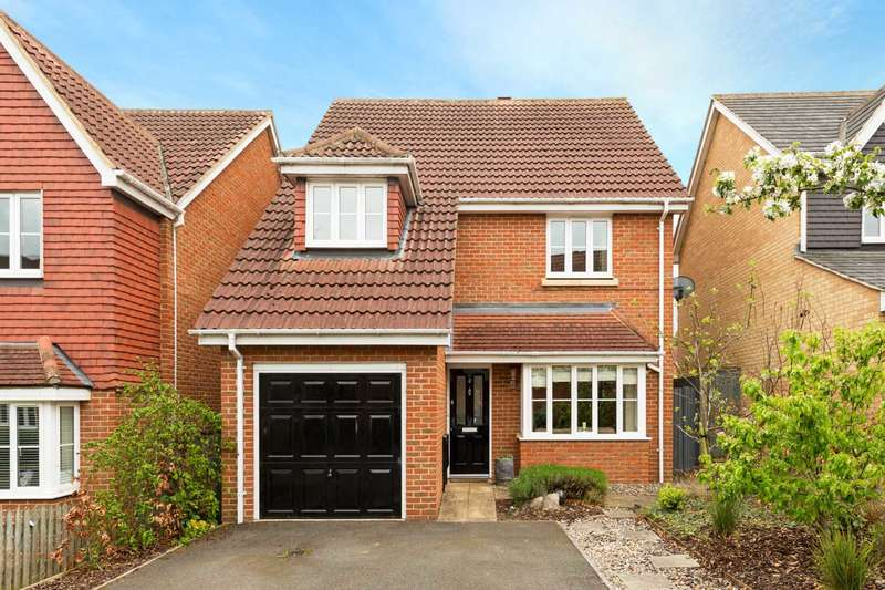 4 Bedrooms Detached House for sale in Berkley Close, Pitstone