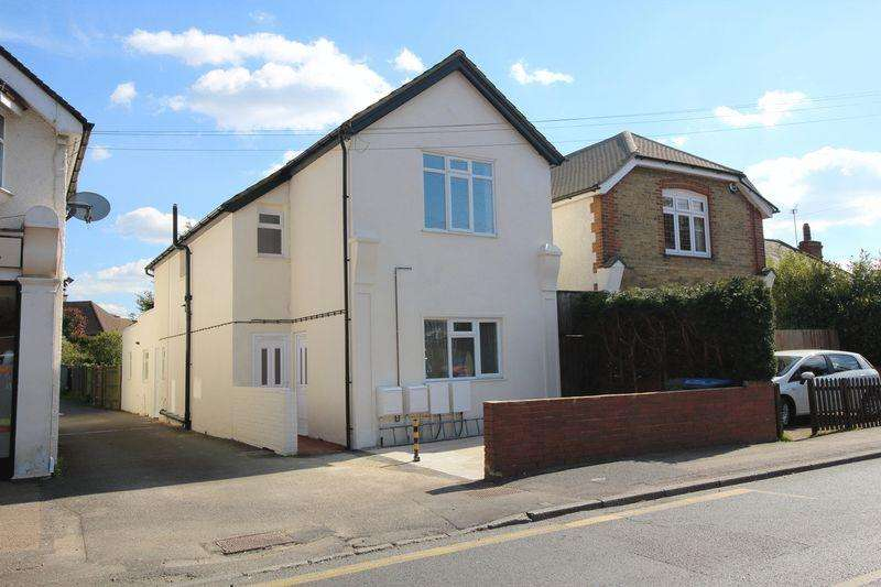 2 Bedrooms Apartment Flat for sale in CHALDON ROAD, CATERHAM ON THE HILL