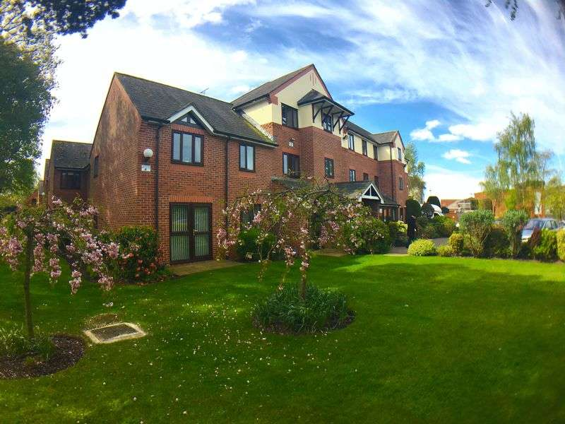 1 Bedroom Flat for sale in Cromwell Court: DUAL ASPECT POSITION WITH STUNNING VIEWS OF COMMUNAL GARDENS**